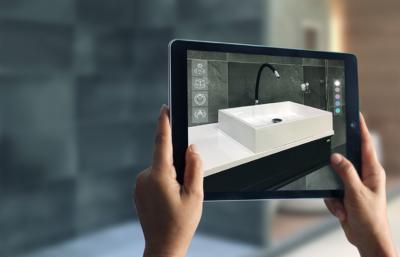 Ein Bild mit einem dunklen Badezimmer wird mit einem Ipad aufgenommen