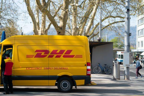 Zukunft des Badumbaus: DHL baut bestellte Badmöbel auf?